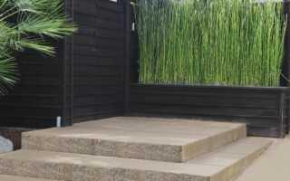 Бетонные ступени лестницы, имитирующие камень